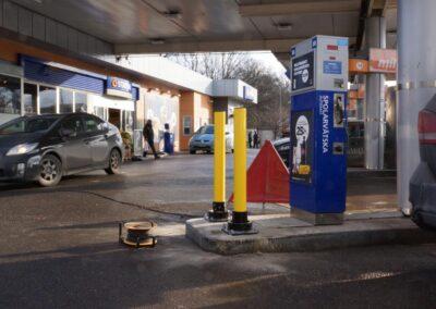 Bolardos protectores en gasolinera