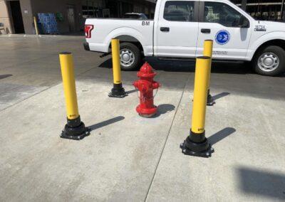 Bolardos para proteger un hidrante contra incendios