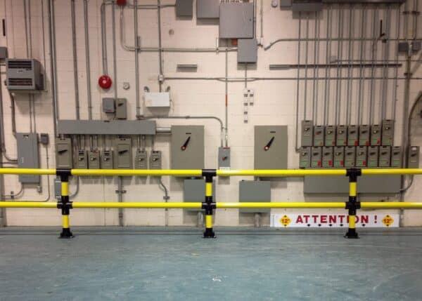Barrera baja doble rail IronFlexTipo 2 protegiendo un cuadro eléctrico