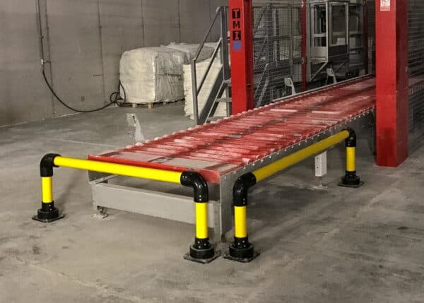Barrera baja IronFlexTipo 1 protegiendo una cinta transportadora