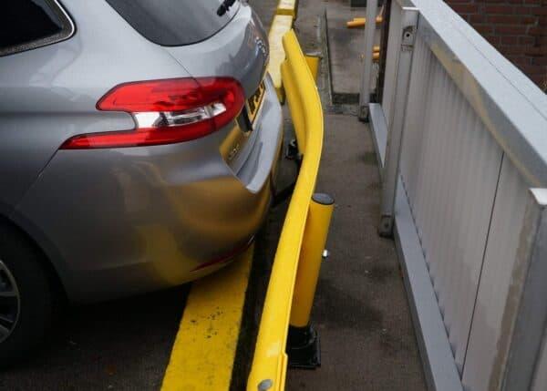 Guardarrail modular FlexRail durante el impacto con un coche
