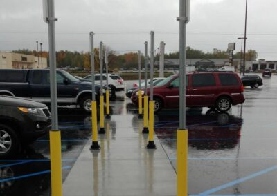 Bolardos protectores en un parking